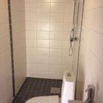 Helkaklad dusch och wc